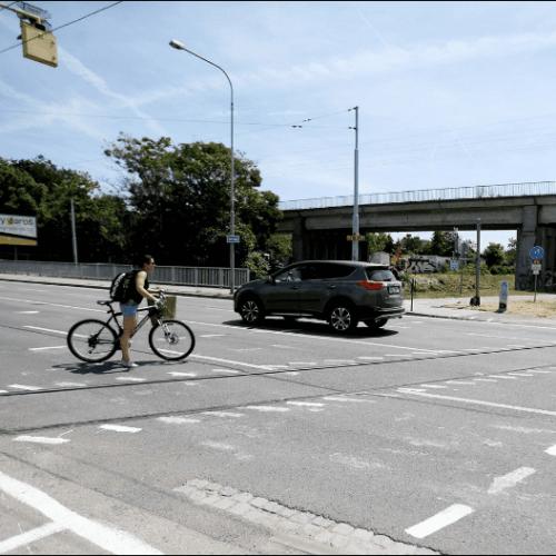 iDnes: zastupitel Pavel Mises upozornil na nebezpečné značení vozovky