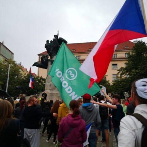 TZ: Svobodní se zúčastnili demonstrace proti rouškám!