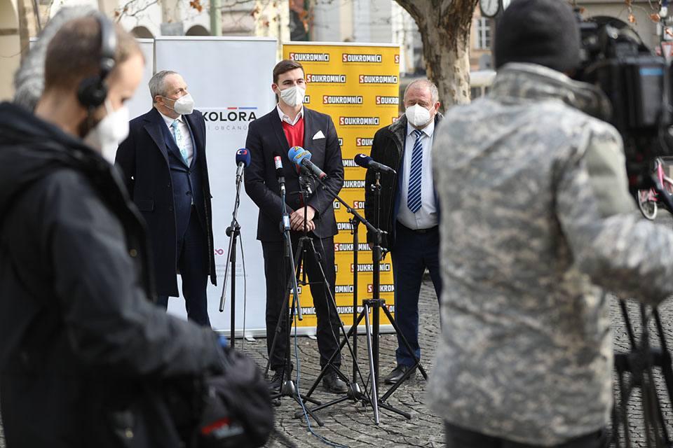 TZ: Trikolóra, Svobodní a Soukromníci jdou do voleb společně. Chtějí být alternativou, hájit svobodu, českou korunu i kapitalismus