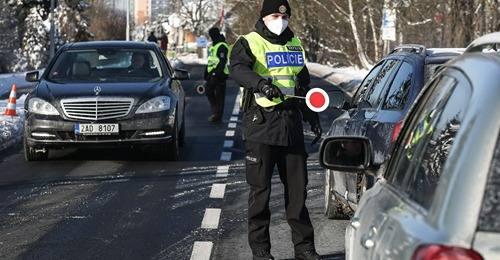 Ministr Arenberger obchází zákon, Policie ČR odmítla kontrolovat občany.