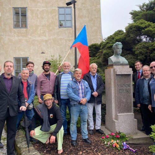 Svobodní si připomněli 90 let od úmrtí Viktora Dyka