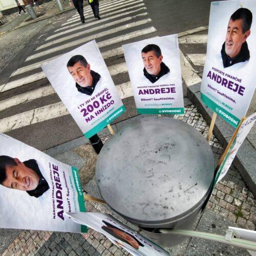 Svobodní se účastnili nedělní demonstrace.