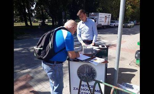Chceme českou korunu! Co na to říkají lidé při kontaktní kampani? Chtějí korunu či euro?